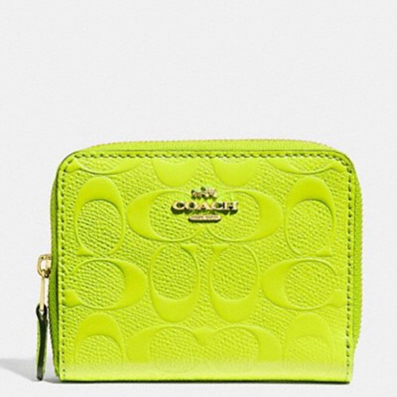 e82754192f04 Small Zip Around Wallet in Signature Leather. NWT. Coach